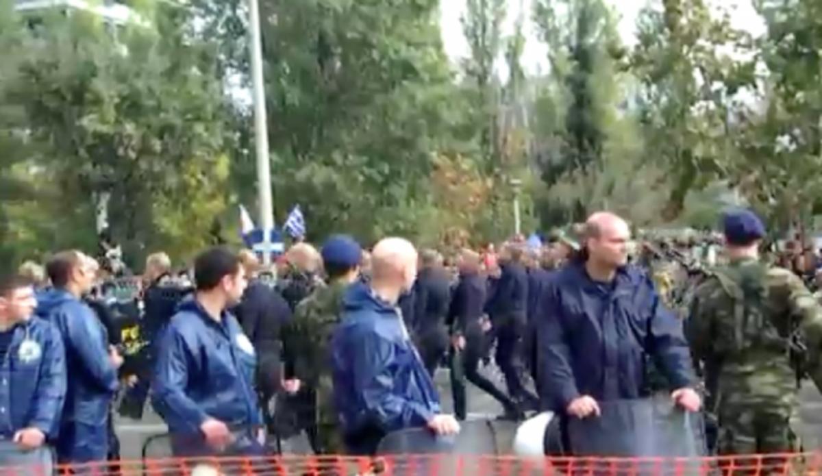 Τα «βατράχια» στη παρέλαση πήραν πάλι χειροκρότημα. ΒΙΝΤΕΟ | Newsit.gr