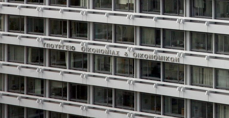 Περικόπτονται μισθοί και δικαιώματα στον ιδιωτικό τομέα   Newsit.gr
