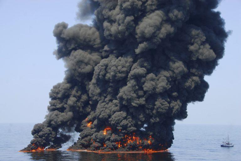 Διπλάσια από τις αρχικές εκτιμήσεις η διαρροή της BP ! | Newsit.gr