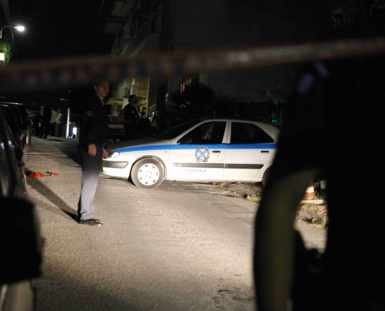 Συναγερμός στην αντιτρομοκρατική μετά από τετ α τετ με ενόπλους   Newsit.gr