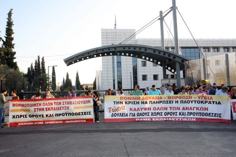 ΟΛΜΕ: δίωρη στάση και διαμαρτυρία έξω από το υπουργείο | Newsit.gr