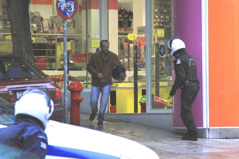 Τρίκαλα: Ληστεία σε πολυκατάστημα! | Newsit.gr