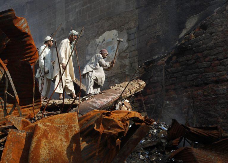 Αιματηρή επίθεση στο Πακιστάν. 95 νεκροί | Newsit.gr