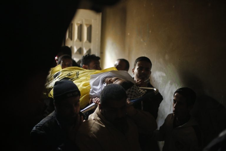 Νεκρός 17χρονος παλαιστίνιος από ισραηλινές σφαίρες | Newsit.gr