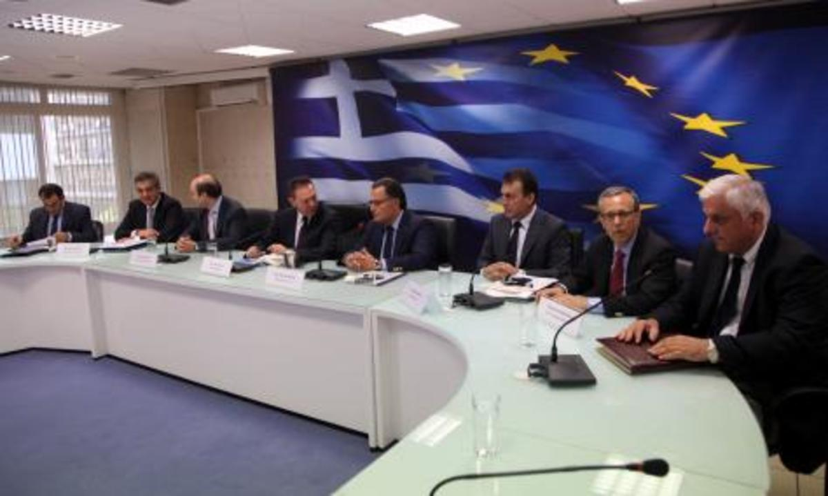 Νέο «μαχαίρι» στους «εξοπλισμούς» για να μην κοπούν μισθοί μέσα στο 2012 – Για του χρόνου …βλέπουμε   Newsit.gr