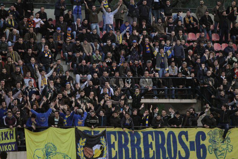 Εισβολή οπαδών και επίθεση στους παίκτες της Καλλιθέας στο Αγρίνιο – Δείτε το βίντεο | Newsit.gr