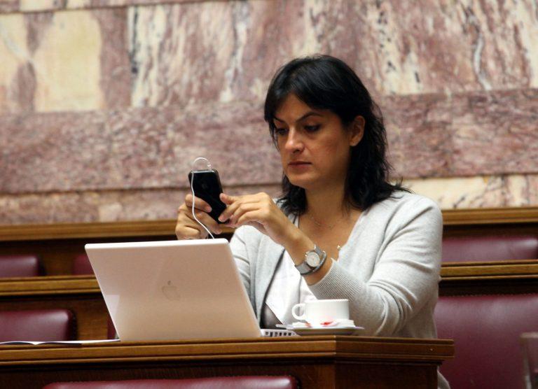 Ε. Παναρίτη: «Θα μπορούσαμε να μην είχαμε μπει στο Μνημόνιο»   Newsit.gr