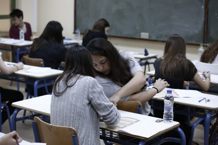 Πανελλήνιες 2015: Τι να κάνουν οι μαθητές που δεν έγραψαν καλά στην έκθεση | Newsit.gr