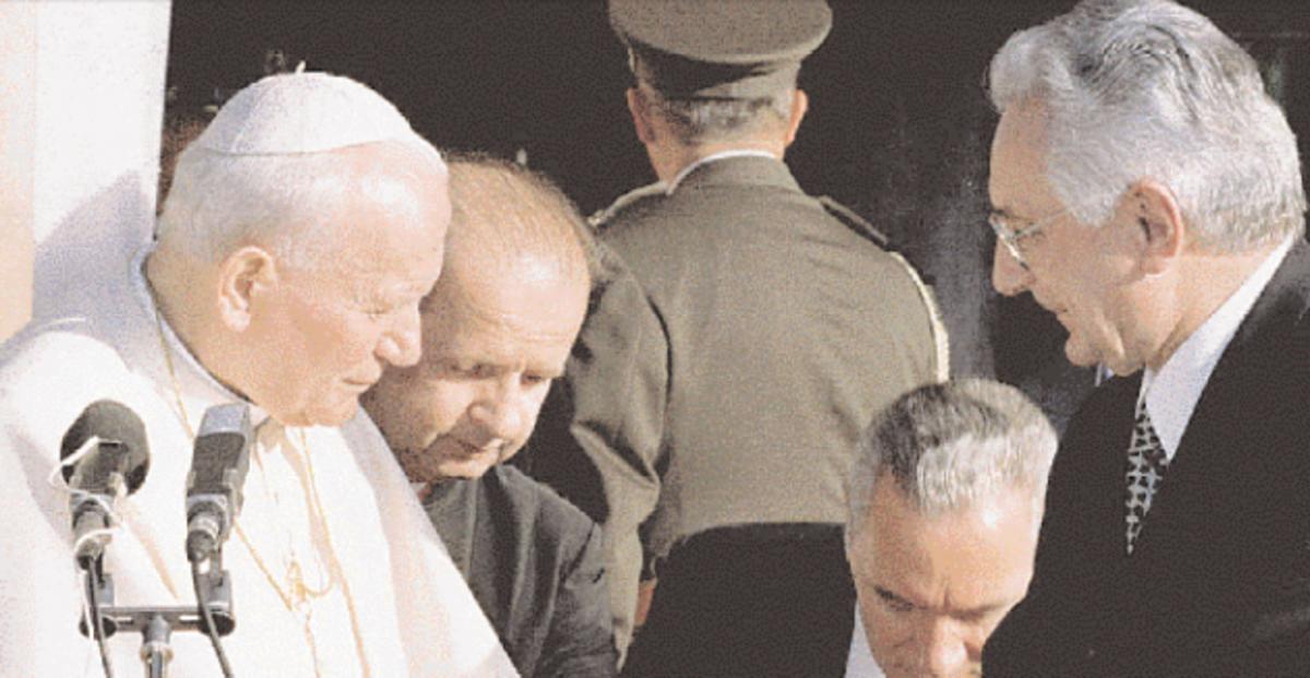 Όταν ο Πάπας «χαράσσει» σύνορα και διαλύει χώρες – Ο ρόλος του Βατικανού | Newsit.gr
