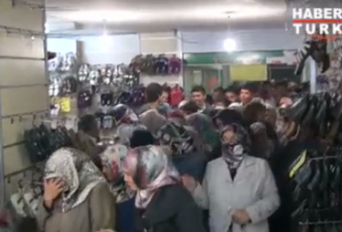 Τουρκία: Tο …έλα να δεις για ένα ζευγάρι παπούτσια – BINTEO | Newsit.gr