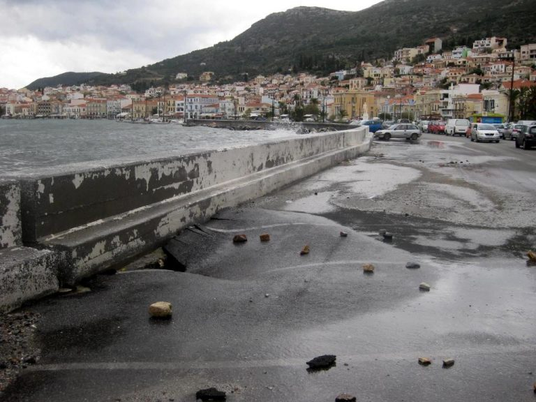 Σάμος: Πλημμύρισε ξανά ο παραλιακός δρόμος | Newsit.gr