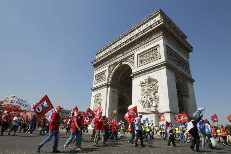 «Μπόνους» για οικολογικό αυτοκίνητο τάζει η γαλλική κυβέρνηση την ώρα που συνεχίζονται οι διαδηλώσεις – ΦΩΤΟ   Newsit.gr