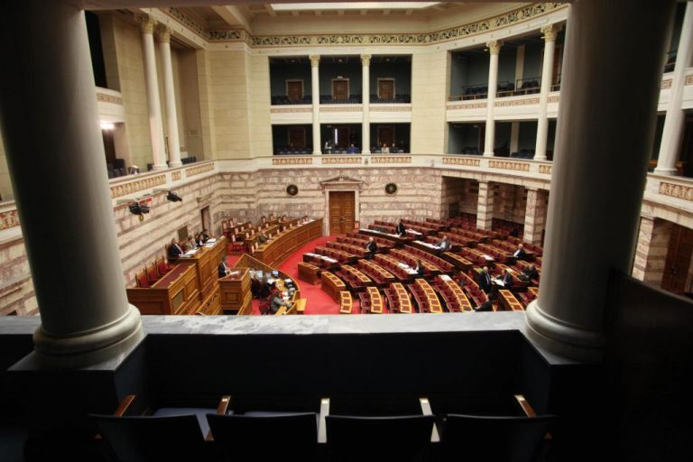 Θέατρο του παραλόγου στη Βουλή – Πρώτα αποδέχονται τροπολογίες και μετά τις απορρίπτουν!   Newsit.gr