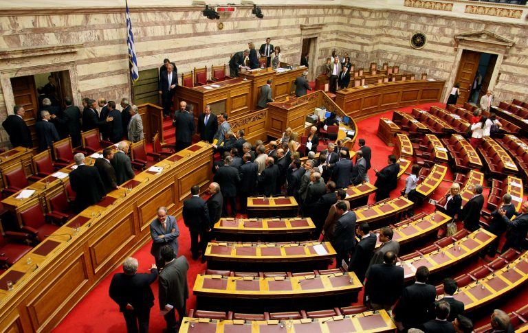 Τι προτείνουν Ανεξ.Έλληνες και Χρυσή Αυγή για την κατάργηση του νόμου Ραγκούση | Newsit.gr