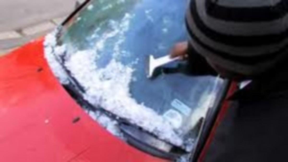 Πως να καθαρίσετε τον πάγο από το παρμπρίζ του αυτοκινήτου | Newsit.gr