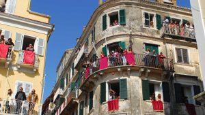 Πασχαλινά Έθιμα: Ορθόδοξοι και Καθολικοί γιορτάζουν μαζί στην Κέρκυρα