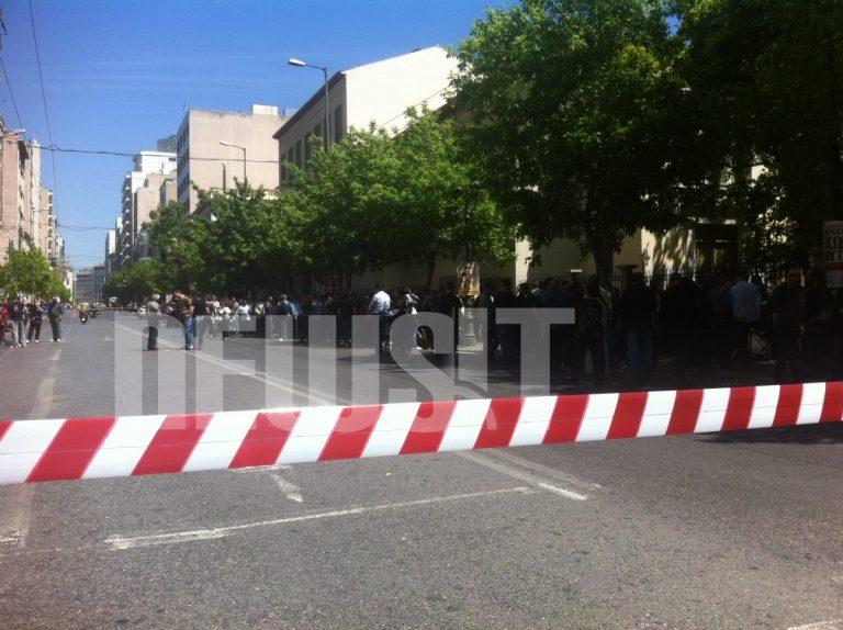 ΤΩΡΑ: Κλειστά και τα 2 ρεύματα της Πειραιώς στο ύψος του Υπ.Εργασίας | Newsit.gr