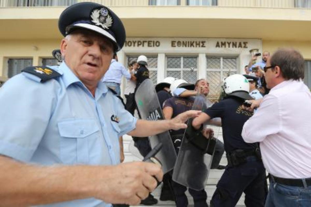 Την «εισβολή» στη τσέπη των στρατιωτικών δεν τη σταματά κανείς! Έρχεται το μείον 25%! | Newsit.gr
