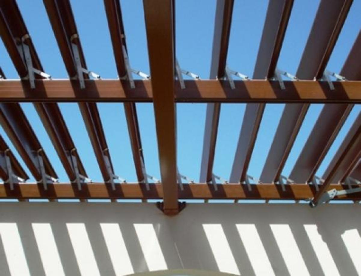 Κλέβουν ως και τις πέργκολες! | Newsit.gr