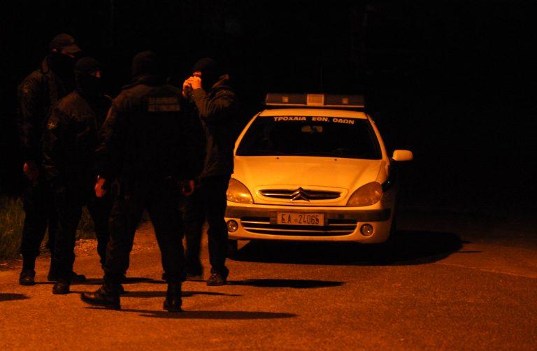 Έβγαλαν τα όπλα να σκοτώσουν τους αστυνομικούς που τους σταμάτησαν για έλεγχο   Newsit.gr
