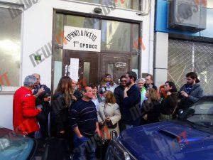 Διαμαρτυρία στο Ειρηνοδικείο Περιστερίου ενάντια στους πλειστηριασμούς [pics, vid]