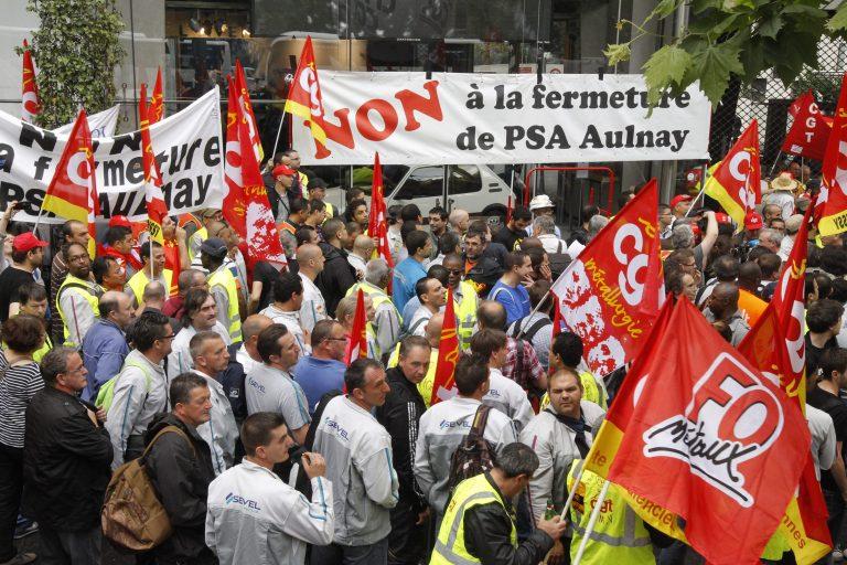 «Αντιμέτωπος» με τις απολύσεις στην Peugeot ο Ολάντ | Newsit.gr