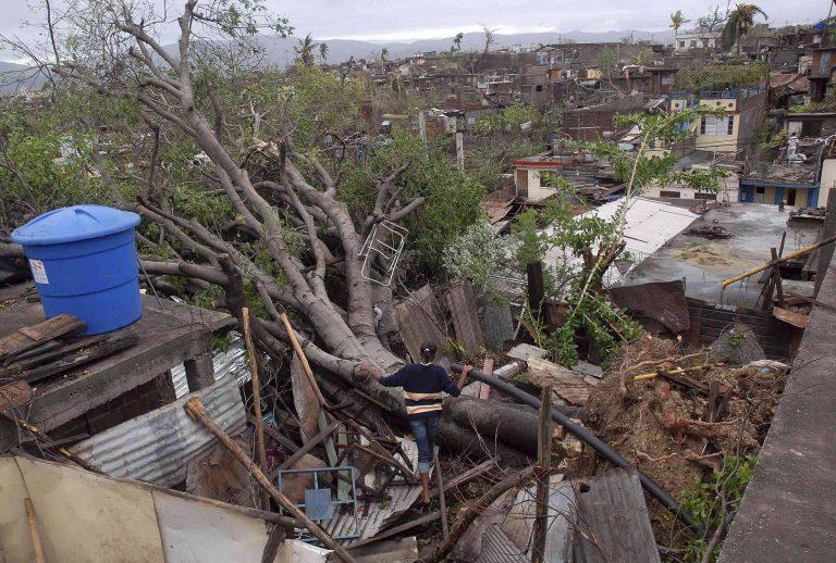 24 νεκροί στις Φιλιππίνες απο τροπική καταιγίδα   Newsit.gr