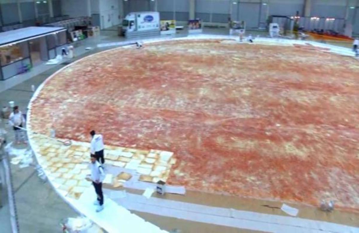 Αυτή είναι η μεγαλύτερη πίτσα του κόσμου! ΒΙΝΤΕΟ | Newsit.gr