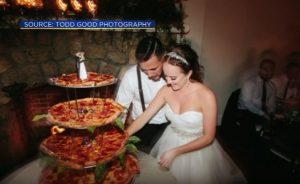Ζευγάρι μοίρασε στους καλεσμένους αντί τούρτα γάμου…πίτσα! [vid]