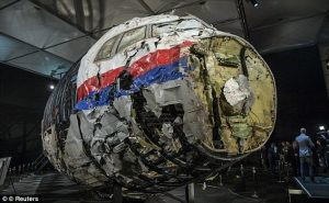 Απόκοσμες εικόνες από το εσωτερικό της μοιραίας πτήσης MH17 [pics,vids]