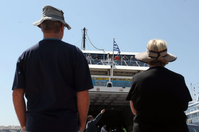 Μείωση του ΦΠΑ στα εισιτήρια των πλοίων ζητούν οι έμποροι | Newsit.gr