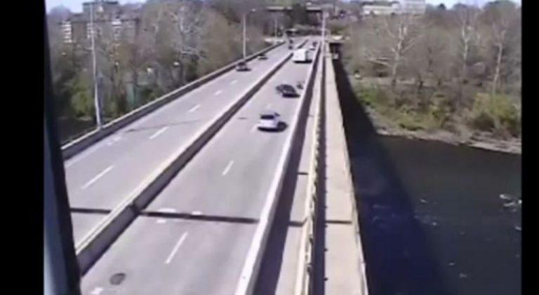 Χτύπησε ποδηλάτη με το αμάξι του και πήγε να φύγει – ΒΙΝΤΕΟ | Newsit.gr