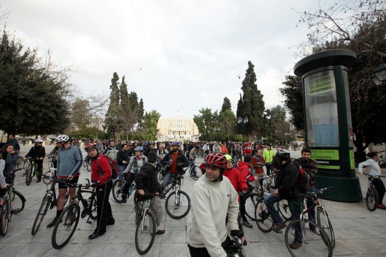 Σε εξέλιξη αντιρατσιστική ποδηλατοπορεία | Newsit.gr