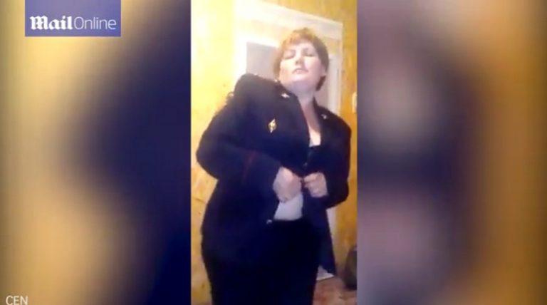 Χαμός με την αστυνομικό που έκανε στριπτίζ! [vid] | Newsit.gr