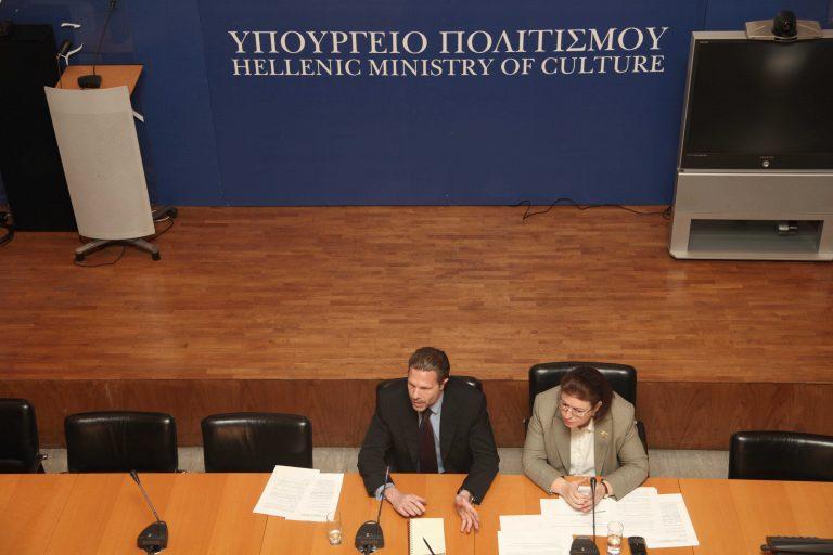 Καραμπινάτο σκάνδαλο στο ΥΠΠΟ   Newsit.gr