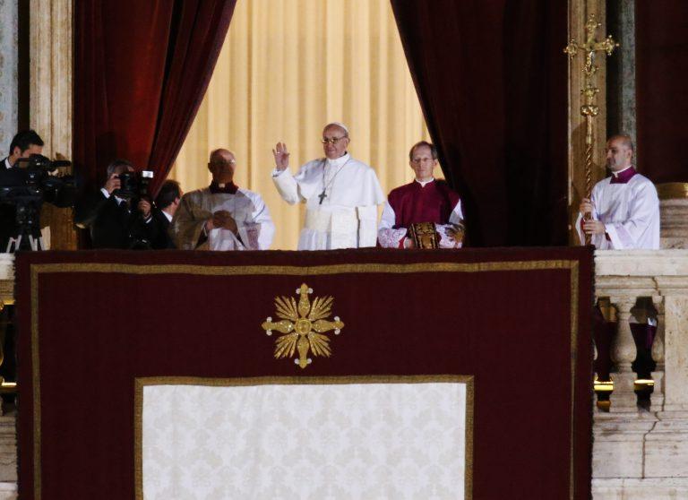Αρνείται το Βατικανό την «σιωπή» του πάπα στη χούντα του Βιντέλα   Newsit.gr