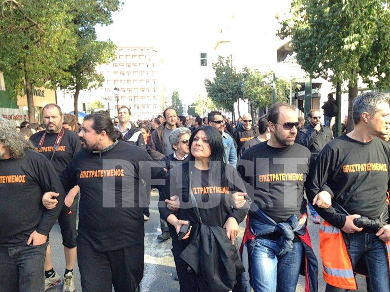 ΤΩΡΑ: Κλειστοί οι δρόμοι γύρω από το Σύνταγμα από 2 διαφορετικές πορείες | Newsit.gr