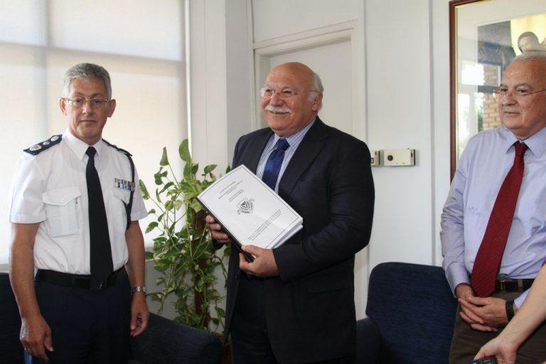 Ποινική δίωξη 10 προσώπων και στο πόρισμα της Αστυνομίας – Δεν θα παραιτηθεί ο πρόεδρος επιμένει ο κυβερνητικός εκπρόσωπος | Newsit.gr