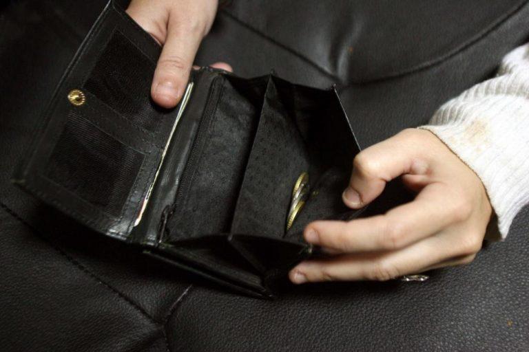 Σέρρες: Οι Βουλγάρες περίμεναν στην τράπεζα για να κλέψουν τις αναλήψεις! | Newsit.gr