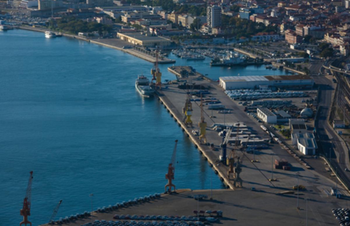 «Παραλύουν» τα λιμάνια και τα διυλιστήρια της Πορτογαλίας | Newsit.gr