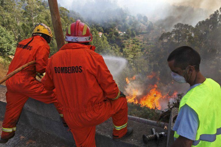 Τραγικός θάνατος για έναν πυροσβέστη που παγιδεύτηκε στις φλόγες | Newsit.gr