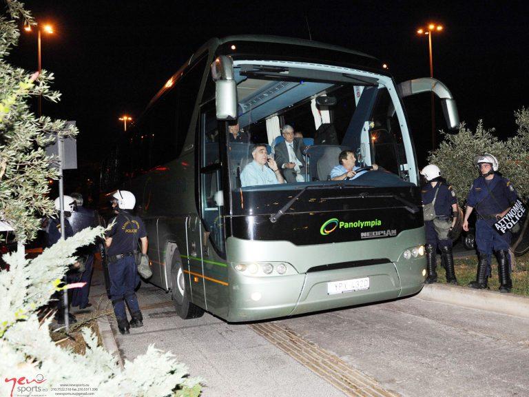 Αποθέωση κατά την αναχώρηση του Παναθηναϊκού από 1000 οπαδούς! | Newsit.gr