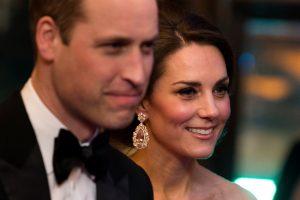 Ο Γουίλιαμ άφησε την Κέιτ με τα παιδιά και πάρταρε με καυτό μοντέλο! [pics]