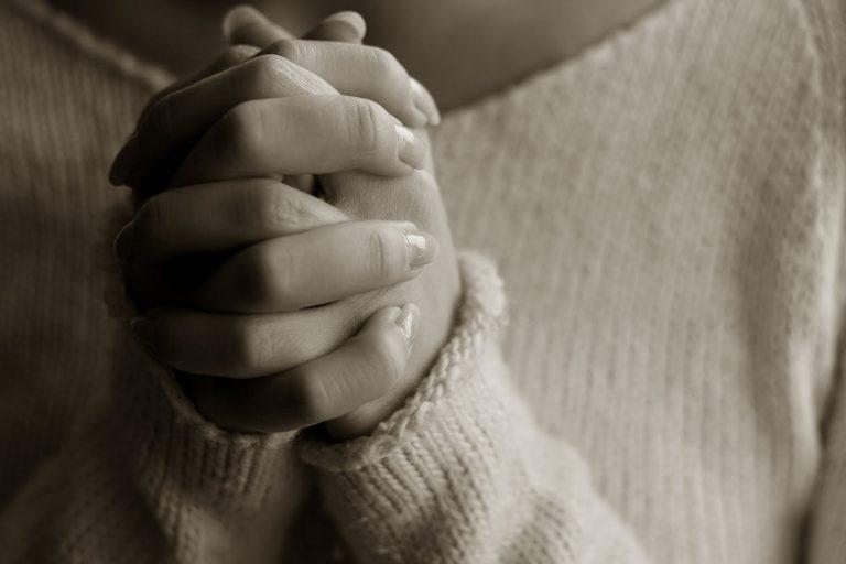 Η προσευχή έδιωξε τον ληστή με το όπλο! | Newsit.gr