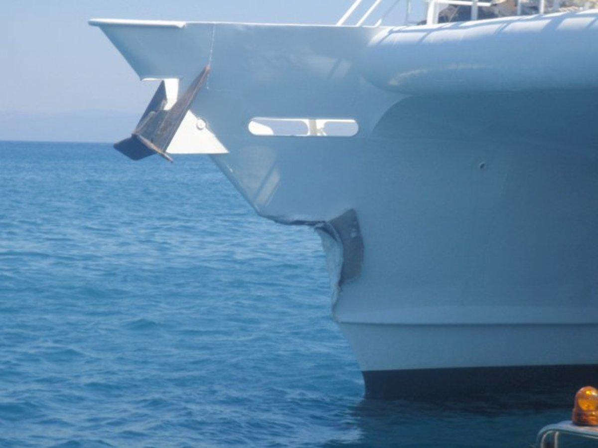 Φορτηγό πλοίο προσέκρουσε σε λιμάνι στην Κορινθία   Newsit.gr