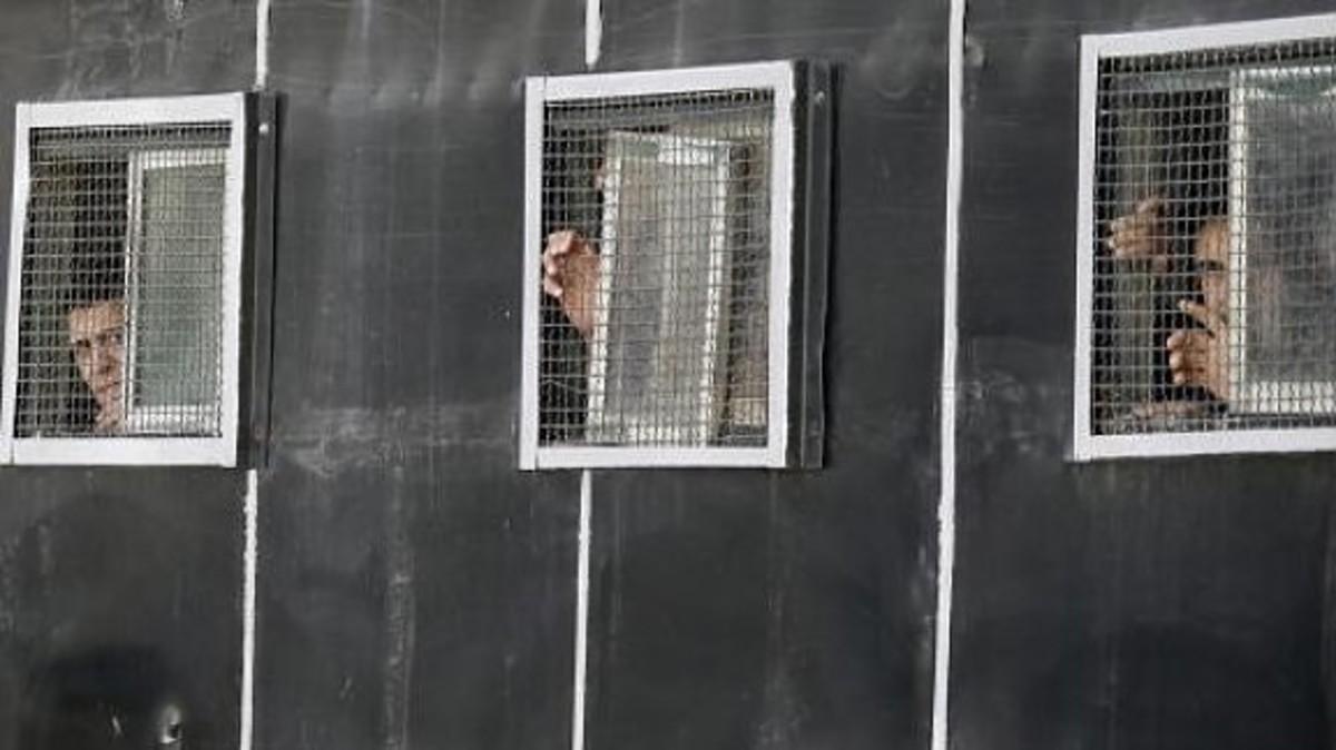 Ξυλοκοπημένος και δεμένος σε δέντρο βρέθηκε διαδηλωτής | Newsit.gr