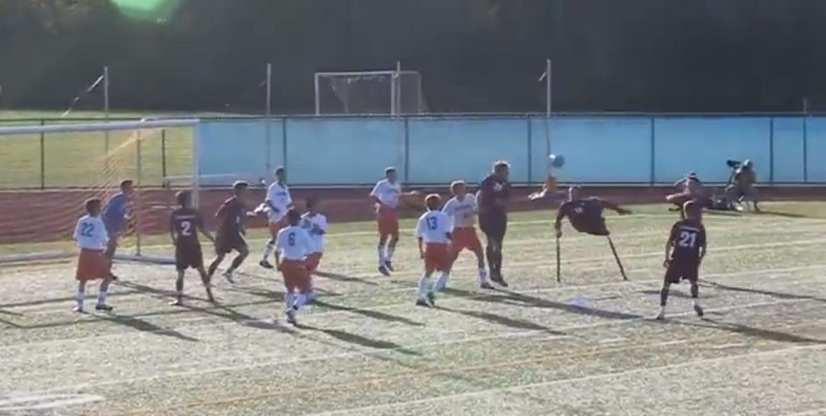 Ποδοσφαιριστής με ένα πόδι σκοράρει με ψαλιδάκι! (VIDEO) | Newsit.gr