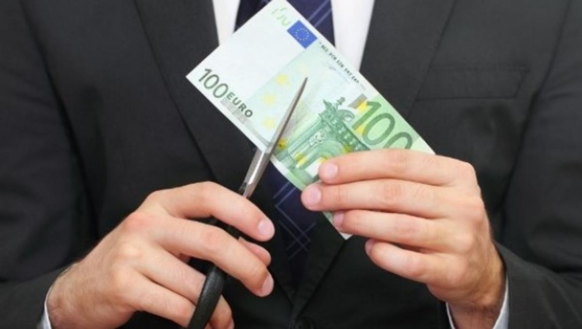 Ρεκόρ μειώσεων μισθών και part time εργασίας   Newsit.gr