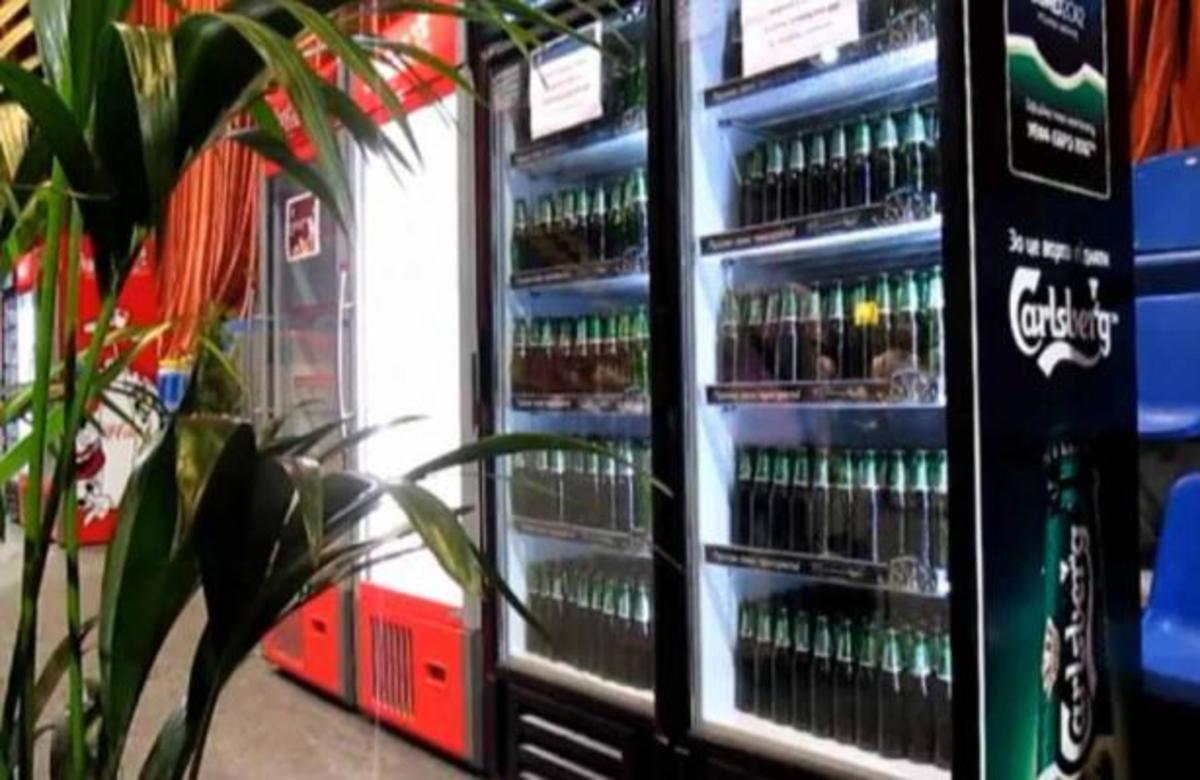 ΑΠΙΣΤΕΥΤΟ! Μέσα σε 3 λεπτά άδειασε όλο το ψυγείο γεμάτο μπύρες! | Newsit.gr