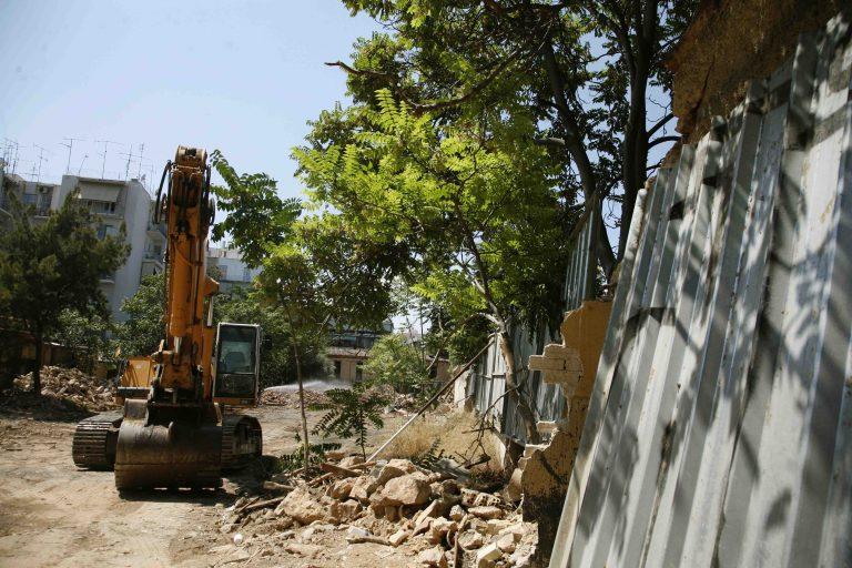 Άρτα: Απίστευτο! Μπουλντόζα ξέθαψε πτώμα! | Newsit.gr